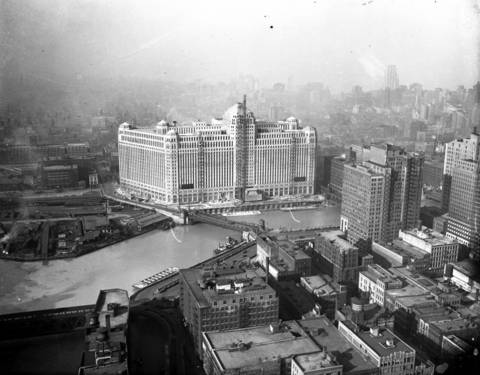 An aerial view of the Merchandise Mart in 1930.