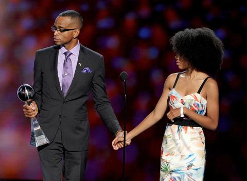 ESPN's Stuart Scott accepts the Jimmy V Perseverance Award with his daughter.