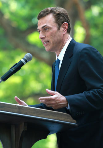 U.S. District Court for the Eastern District of Virginia held a naturalization ceremony at the Colonial Capitol, Williamsburg. Well-known presidential historian and television commentator, Michael Beschloss, addresses the crowd.