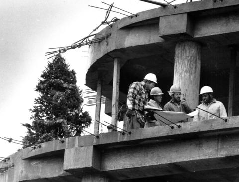 Nov. 29, 1985: Construction workers erect a Christmas tree on the fifth floor of the future Olympian Office Center in Lisle.