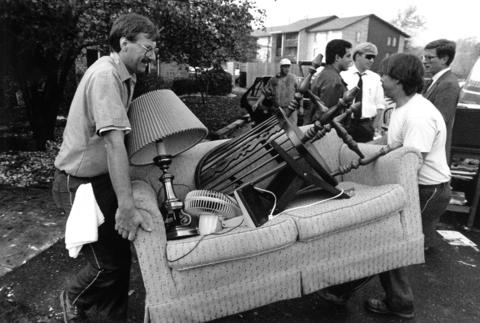 Oct. 23, 1991: Residents of the Lakeside Apartments salvage their belongings after a fire damaged eight units.