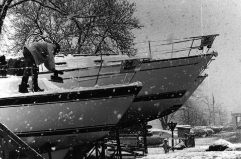 Nov. 28, 1979: A marina worker cleans snow off docked boats in Wilmette.