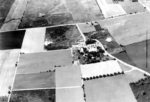1955: An aerial view of the farm home that dominated a 250-acre site in Hoffman Estates. Three years later, the community boasted 1,400 homes and 6,000 residents.