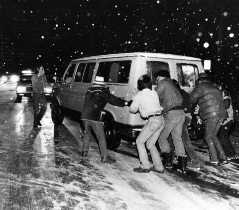 Dec. 15, 1983: Volunteers come to the aid of a motorist on Highland Avenue during a winter storm.