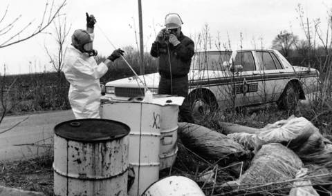 Nov. 28, 1990: Environmental Protection Agency inspector Dean Lee, left, and Illinois State Police Lt. Gary Long investigate barrels of toxic wast found along Spaulding Road in Elgin.