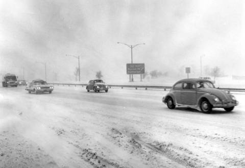 Jan. 26, 1965: Traffic was moving at a snail's pace on Edens Expressway near Dundee Road.