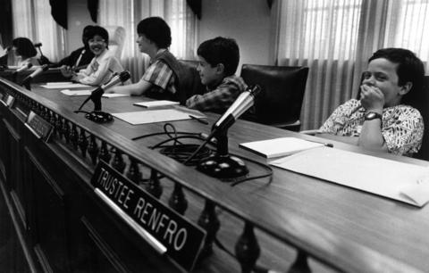 May 16, 1986: Hadley Junior High School students listen as the village president explains what happens in the boardroom.