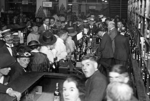 A crowd floods a liquor store in Chicago's Loop on Jan. 15, 1920, the day before Prohibition went into effect in the city.