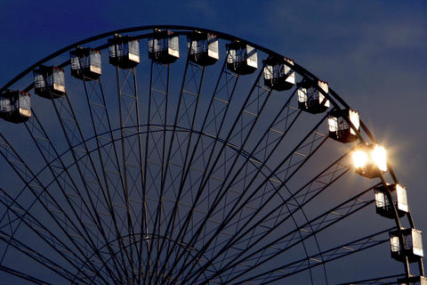 A clear morning sunrise is reflected off the Ferris wheel at Navy Pier.