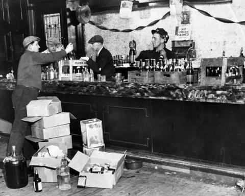 Federal agents raid a liquor establishment on West Adams Street in December of 1931.