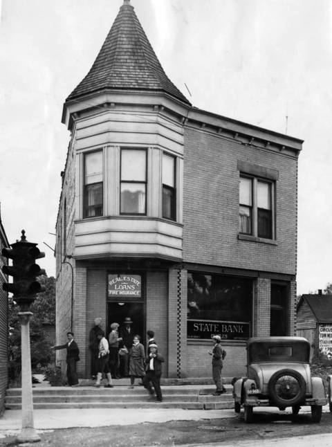 June 7, 1930: People enter and exit the State Bank of Niles, which was robbed of $4,000 by two bandits the previous day.