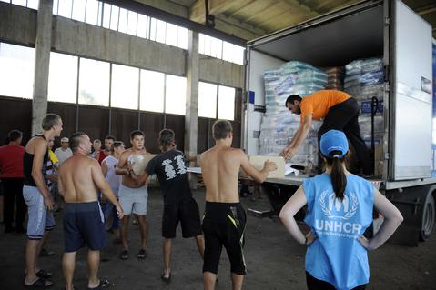 Refugees from Donetsk and Lugansk regions unload  the humanitarian aid distributed by  the UN mission in Yalta.