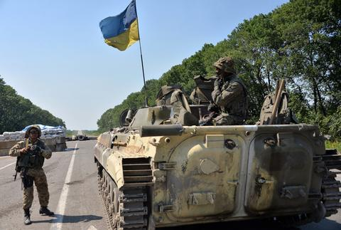 Ukrainian troops guard a checkpoint near the eastern Ukrainian city of Debaltseve in the Lugansk region.