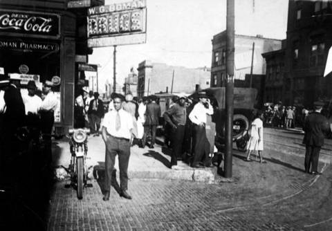 Crowds gather at 36th and State Streets, the center of the riot area, during the 1919 Chicago race riots.