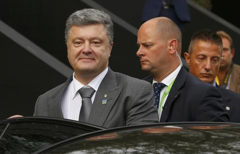 Ukraine's President Petro Poroshenko confirmed on his Twitter account that envoys meeting in Minsk to end fighting between Kiev's forces and pro-Russian separatists had signed a ceasefire agreement that would come into effect.