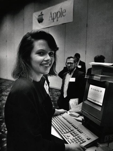 Oracle Corp's Kathleen O'Rourke demonstrates the company's databases software for Macintosh computers Wednesday at an Apple computer conference on computer networks at the Marriott Hotel.