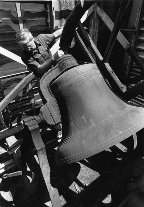 Aug. 5, 1990: The bell at Congregational Church of Batavia is removed prior to being shipped to Kentucky for a re-skinning of the outer shell.