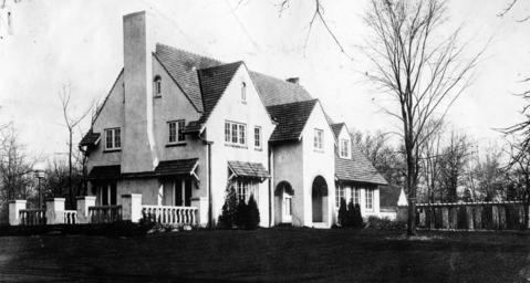 Sept. 1, 1922: The home of W.H. Titus, vice president of clothing manufacturer Cluette Peabody. The home was located at 626 Valley St.