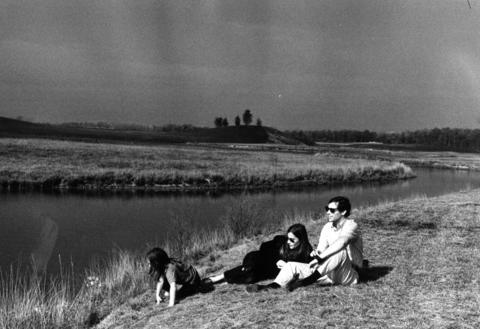 Oct. 24, 1971: A visiting family enjoys the scenic setting of man-made lakes and green rolling hills on the 300-acre plot to be developed into the Chicago Botanic Garden.