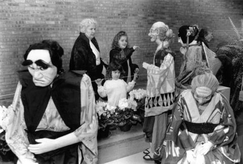 Dec. 15, 1991: Pat Anderson looks at Japanese puppets with her granddaughter Jessica (right) and Becky Pyzyna at an exhibit hosted by the Chicago Botanic Garden.