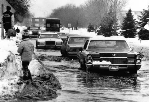 Feb. 14, 1979: Motorists slosh through a flooded Wilmette street after a water main broke.