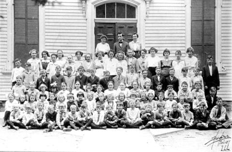 1915: The class photo of Frankfort School's class of 1915 with teachers (from left to right) Edna Eisner, Howard Craig and Viola Hollstein.