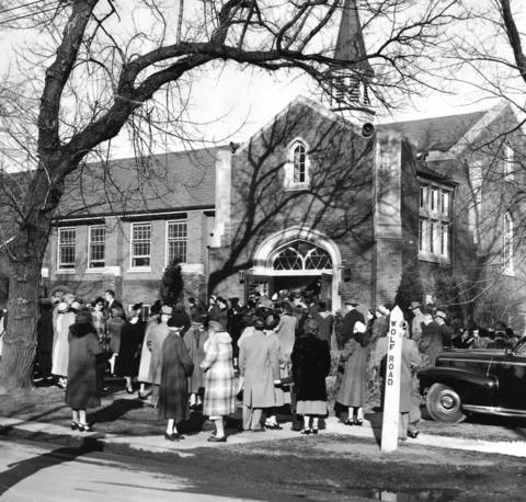 Feb. 24, 1952: Congregants file into Western Springs Baptist Church for morning services.
