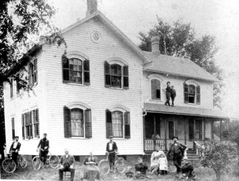 1898: The Moehling farmhouse, where the family had lived since 1865.