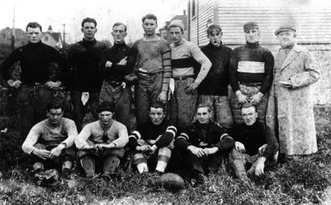 1900: A team photo of the Des Plaines Regulars football squad circa 1900.