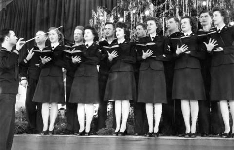 Dec. 20, 1943: The Glenview Air Base choral group sings Christmas carols.