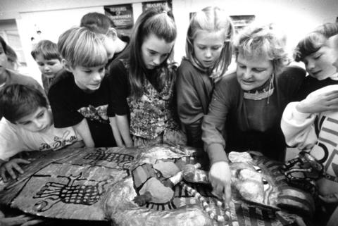 Feb. 16, 1990: Instructor Jane Moffett of School District 181 shows sixth graders at Walker School in Clarendon Hills the significance of art in ancient Egypt. The class spent a week studying Egypt.