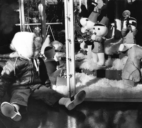 "Dec. 14, 1969: Kelly Burnett, 3, of Clarendon Hills, is mesmerized by the tiny figures in the Sno-baby Band, which are playing ""Music at the Mall"" in Oakbrook Center."