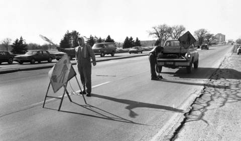 Jan. 22, 1986: Crews fill potholes on 22nd Street just west of York Road.