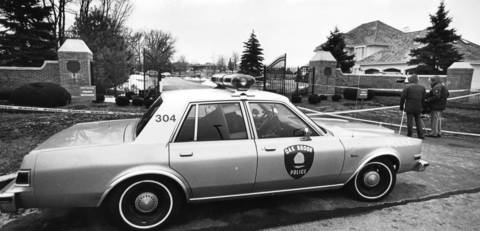 Jan. 23, 1988: Oak Brook officers guard the subdivision entrance near the location where Teamster official Dominic Senese was shot.