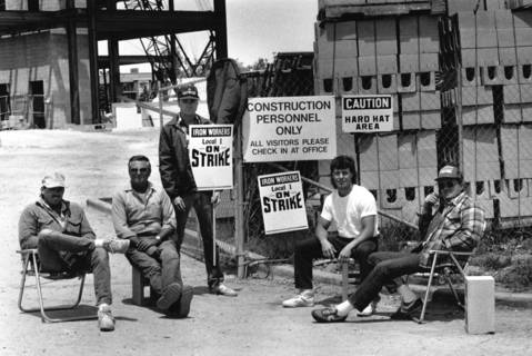 June 4, 1990: Members of Structural Ironworkers Local 1 picket at Oakbrook Center.