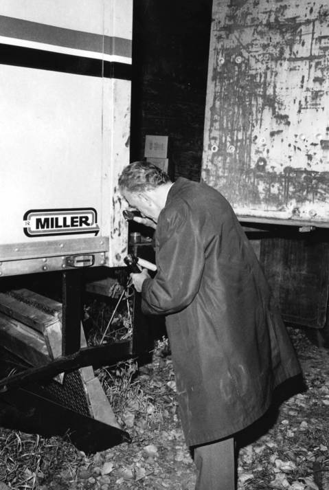 Oct. 24, 1974:A crime lab technician dusts for fingerprints on a truck used to transfer stolen merchandise on the 14100 block of South Crawford Avenue in Midlothian.