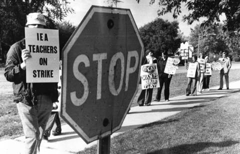 Sept. 22, 1976: Teachers strike outside Kolmer School in Midlothian.