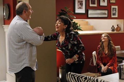 Elizabeth Pena, who plays a recurring role on 'Modern Family' as the mother of Sophia Vergara, right, died Oct. 14 at 55.
