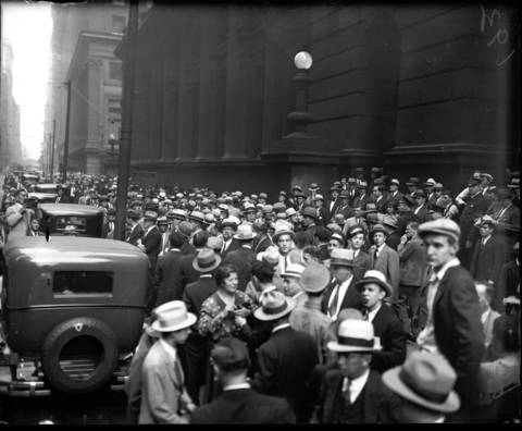 A crowd of onlookers wait on Clark Street to catch a glimpse of Al Capone during his trial, circa October 16, 1931.