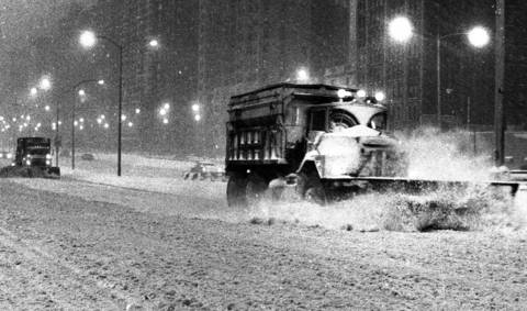 Even as the city plowed aside the snow on Lake Shore Drive on Jan. 12, 1979, more snow fell, making travel slow and hazardous.