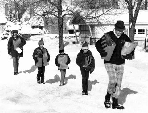 Shopping day was shopping day, with or without a car on Jan. 14, 1979. A group of undaunted Chicagoans trudges home with groceries along St. Louis Avenue near 71st Street. Side streets were clogged with snow as the city focused its efforts on trying to clear the main thoroughfares.
