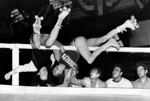 Chicago's Gerry Murray, left, and Brooklyn's Annabelle Kealey collide with the rail on a turn during a match in Oct. 1946.