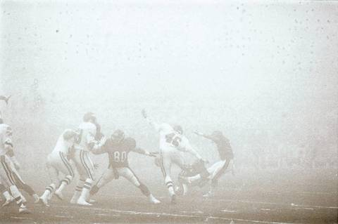 """The Chicago Bears' James Thornton (80) protects the kicker as the Bears play the Philadelphia Eagles on December 31, 1988 at Soldier Field. The Bears beat the Eagles 20-12 in the game known as """"Fog Bowl."""""""