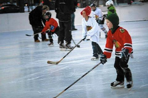 Blackhawks Hockey Clinics at Chicago Park District ice rinks The Chicago Park District teams up with the Blackhawks for a series of free clinics, with ice skates, equipment and -- best of all -- two hours of instruction from Hawks coaches, all provided gratis. Kids 6-9 with any level of experience are invited. Register in person at the clinics at one of the city's eight park districts with an outdoor skating rink (chicagoparkdistrict.com/facilities/ice-rinks ). Times and dates vary through Feb. 28. (chicagoparkdistrict.com/events/ice-rink-events).