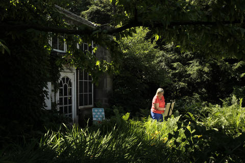 Art student Linda Crowley sets up an easel outside the Harley Clarke Mansion in Evanston on July 11, 2013, as part of the class at the Evanston Art Center, which is a tenant of the building.