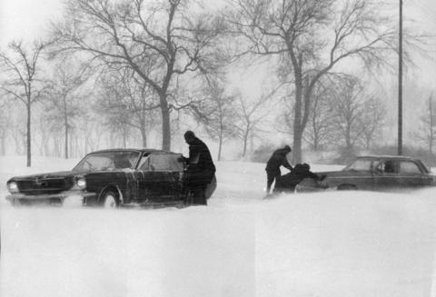 Snow drifting in Burnham Park along the lakefront brings grief to these drivers, who attempted to leave Lake Shore Drive at the 31st Street exit on Jan. 26, 1967.