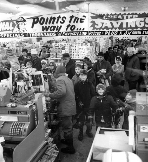 Even before the last snowflake falls, there is a general scramble for food, particularly bread and milk, as shoppers crowd into a food store at 81st Street and Cicero Avenue on Jan. 27, 1967.