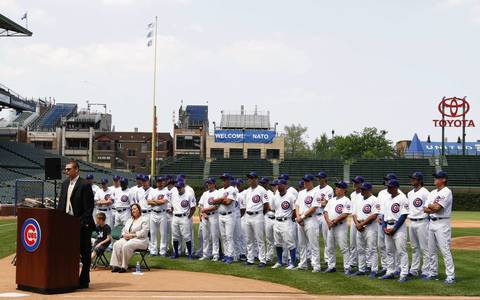 With his Cubs teammates behind him, Kerry Wood formally announces his retirement.