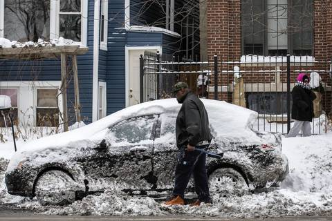 Daryl Stewart, 35, digs his car out of the snow on Kedzie Avenue in Chicago.