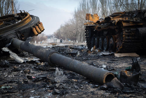 A destroyed tank sits in the eastern Ukrainian town of Vuglegirsk in the Donetsk region on February 7, 2015.